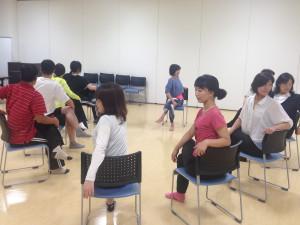 出張ヨガ教室癒しの種の椅子ヨガ・チェアヨガ