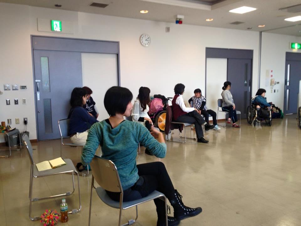 出張ヨガ教室 癒しの種の椅子ヨガ・チェアヨガ