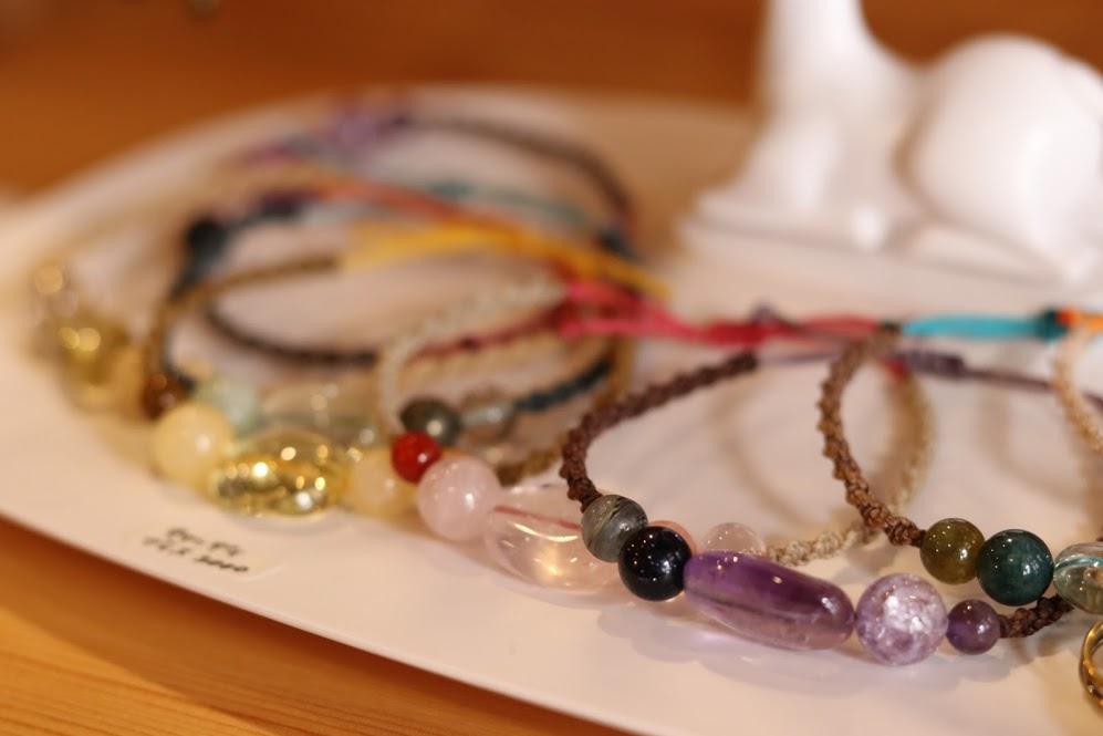 マクラメ編みアクセサリー 虹のかけら