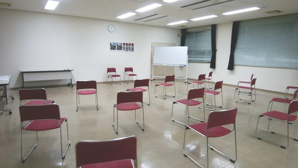 兵庫県姫路市の庁舎で椅子ヨガ