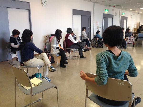 難病の患者会での椅子ヨガ