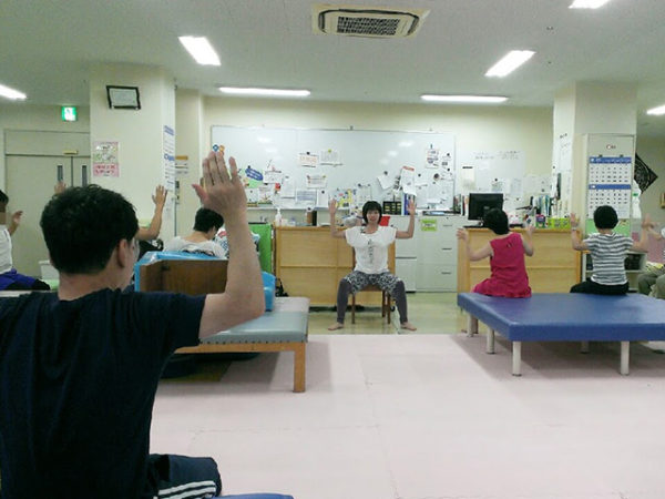 療育施設でヨガイベント