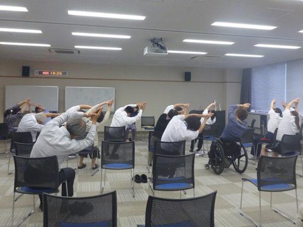 職員研修で椅子ヨガ 出張ヨガ癒しの種